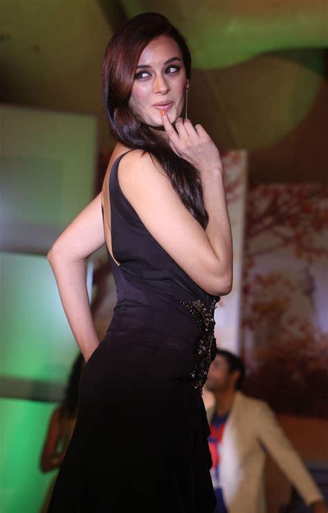 evelyn sharma dresses evelyn sharma in black dress popopics