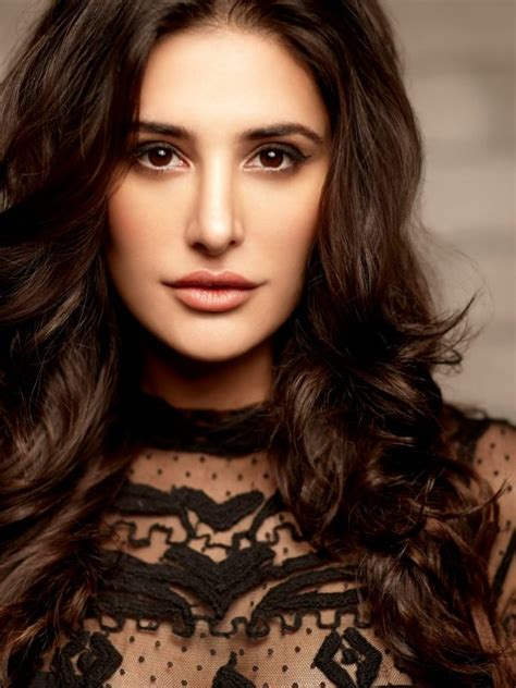 nargis fakhri wallpaper  background hd wallpaper