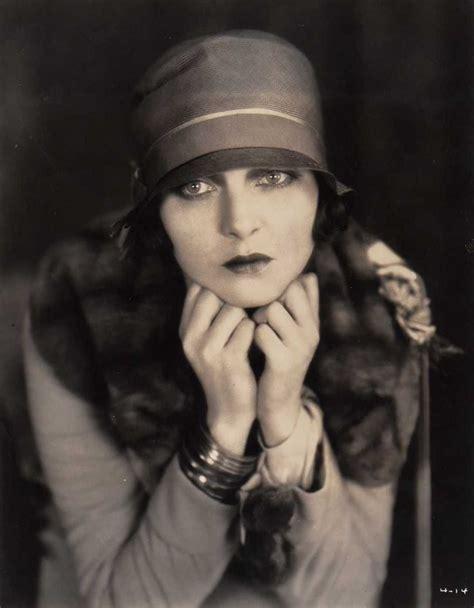 1920s flappers pictures flapper 1920s roaring twenties pinterest