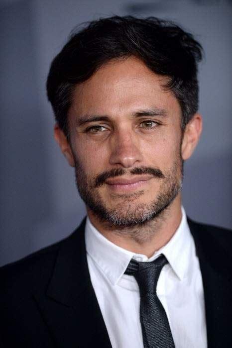 actor mexicano gael garcia gael garc 237 a bernal ser 225 quot el zorro quot en un filme futurista