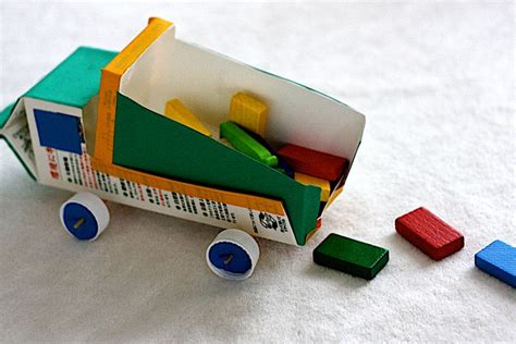 como hacer carrito con material reciclable juguetes de treinta ideas para hacer juguetes con objetos