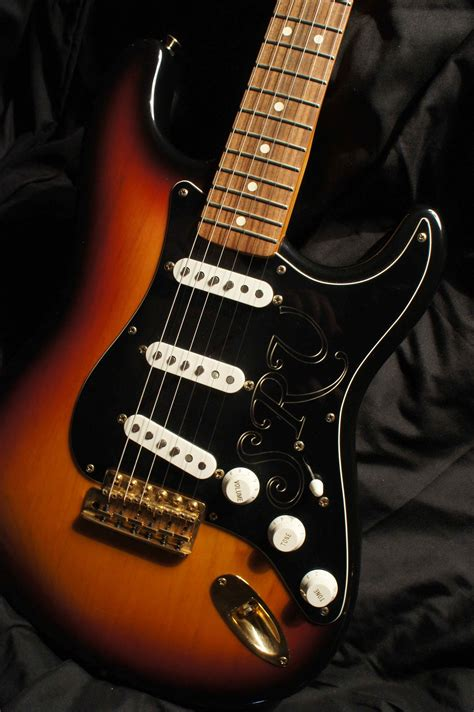 fender stevie ray vaughan signature stratocaster  tune  sound