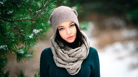 wallpaper girl winter winter girl wallpapers images photos pictures backgrounds