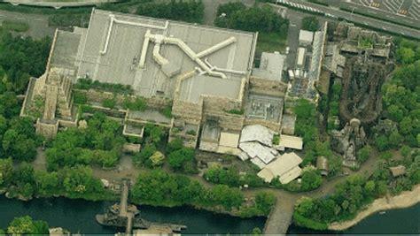 Tomica Tokyo Disney Resort Indiana Jones Skull Ship Japan newsplusnotes aerial antics tokyo disneyland resort