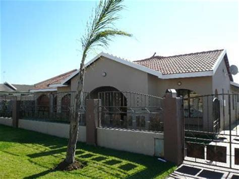buying repossessed houses standard bank repossessed 4 bedroom house for sale for