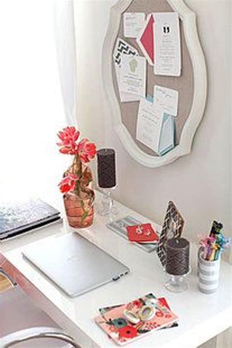 Decorate Your Office Space by أفكار لتزيين مكتبك في العمل