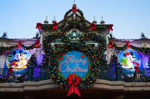 christmas decorations disneyland ideas christmas decorating