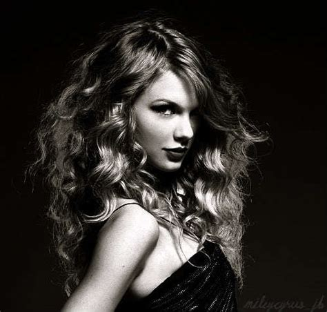 taylor swift black and white post a black and white pic of taylor taylor swift