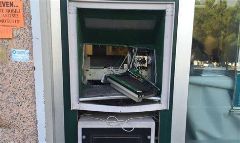 banco di napoli terlizzi molfetta esploso nella notte un bancomat in via achille