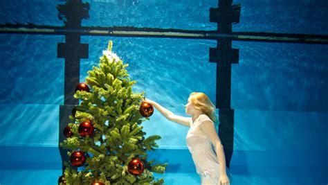 weihnachtsengel taucht im moselbad ab volksfreund de