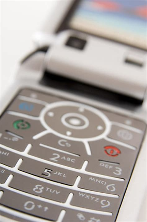 The Almost Disposable Motorola C139 Phone by Cool Tracfone Tricks