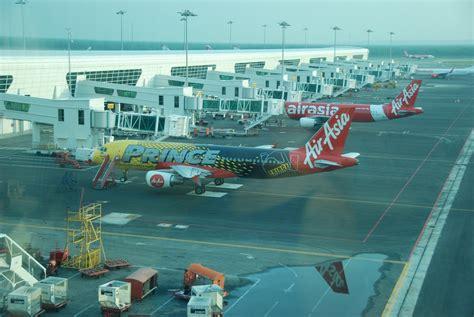 airasia kuala lumpur airasia prince livery airbus a320 kuala lumpur airport