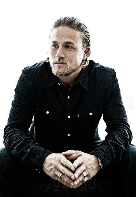 charlie hunnam cant shake his sons of anarchy alter ego as he jax teller hunnam hunnam pacific rim actor sons
