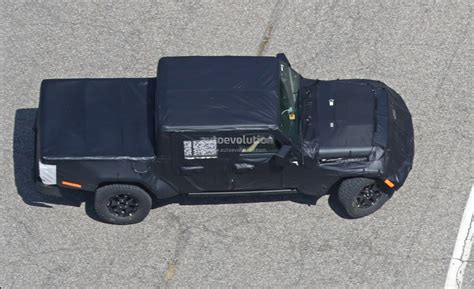jeep prototype truck 2019 jeep wrangler truck spied prototype tries to