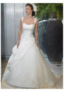 wedding dresses with straps lace wedding dresses it is beautiful and feminine