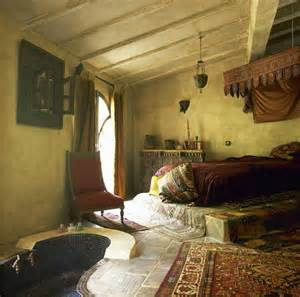 Mediterranean Furniture Style - decorate your bedroom moroccan style l essenziale