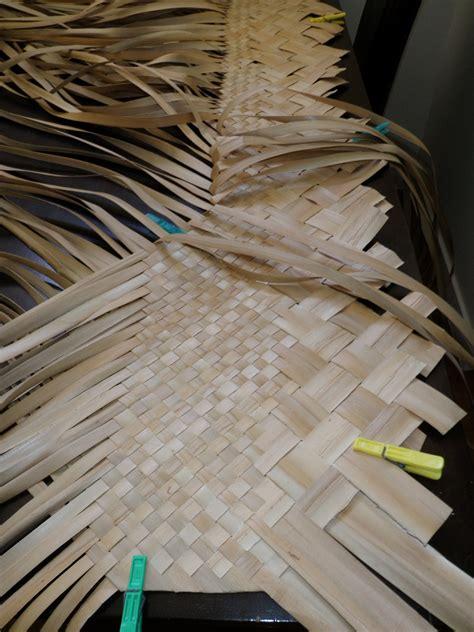 Pandanus Mats by Weaving Pandanus Mats In The Cook Islands Jen S Dabbles