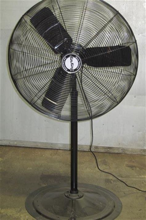 industrial stand up fan lot 67 air king 9030 1 4 hp industrial standing fan 30