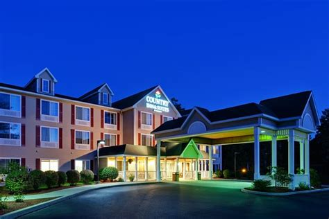 comfort inn and suites queensbury ny six flags great escape lodge indoor waterpark updated
