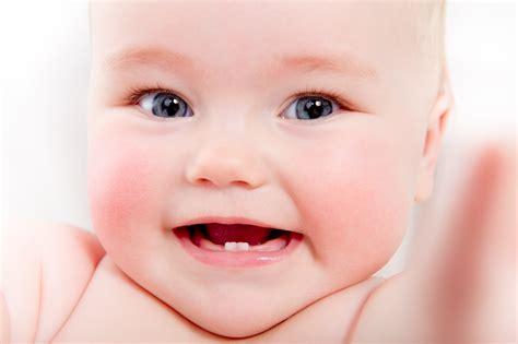 Baby 02 Smile 歯の生え始める時期っていつ どんな順番で生えるの ケアの仕方は ベビスマ