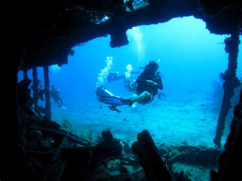 best diving in the caribbean scuba diving in cayman islands