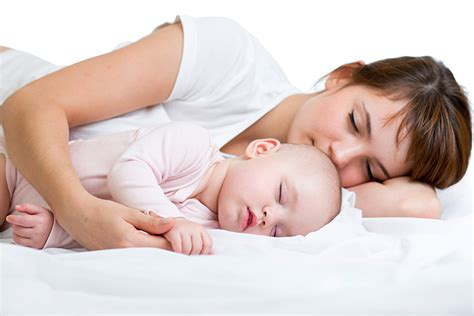 sleeping with your 18 benefits and 10 tips for co sleeping with your baby