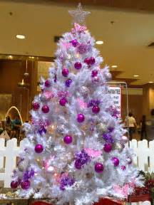 white tree purple decorations wei 223 er tannenbaum neuer weihnachtsdeko trend