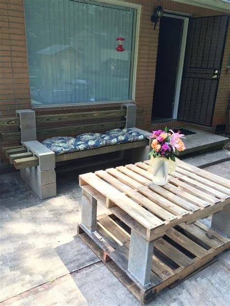 easy pallet table  cement glue  fix cinder block