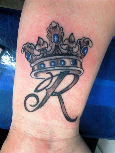 tattoo designs photo gallery 20 kleine krone tattoos ideen und entw 252 rfe tattoos ideen