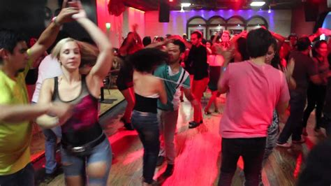 bailando salsa chile salsa bachata baile social