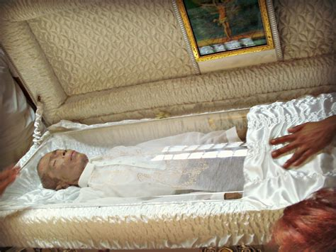 famous people in their caskets april 2012 everythingnyze
