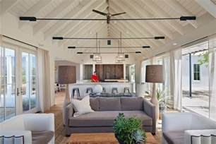 Galerry design ideas for vaulted living rooms