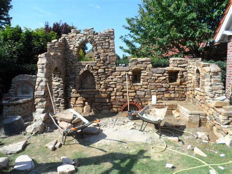 eine gartenmauer mit dem charme einer ruine vorher nachher