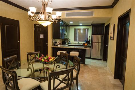 2 bedroom suites in las vegas on the elara hotel grand vacation property one bedroom suite in 2 suites las vegas image