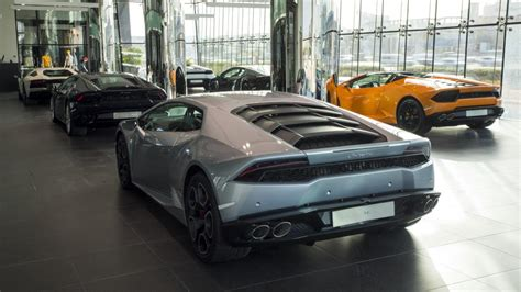 Lamborghini World World S Largest Lamborghini Showroom Opens In Dubai Cpp