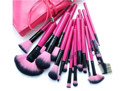 Make Up Satu Set pink 24 make up brush set boardwalkbuy