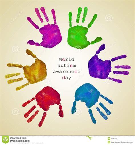 testo un mondo d handprints dei colori e della consapevolezza differenti d