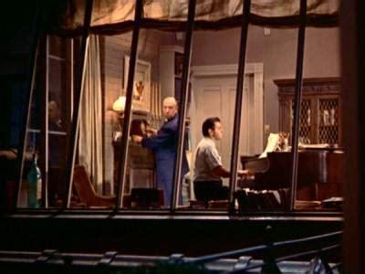 la finestra sul cortile la recensione di la finestra sul cortile di alfred hitchcock