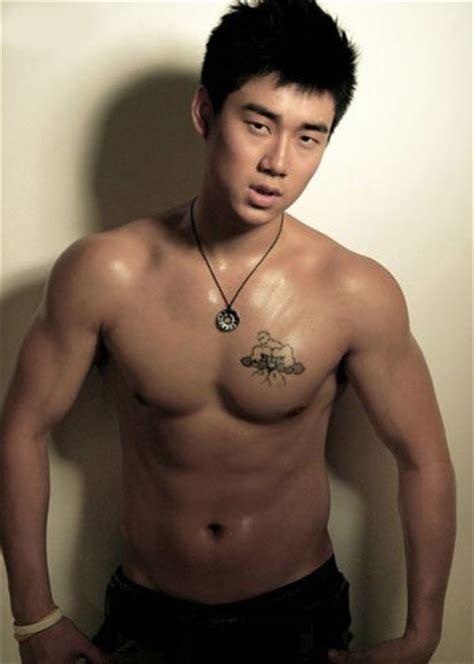 健身房帅哥肌肉男_健身肌肉男萌萌哒_健身肌肉男头像 男生_健身图片肌肉男图片 半袖新闻网