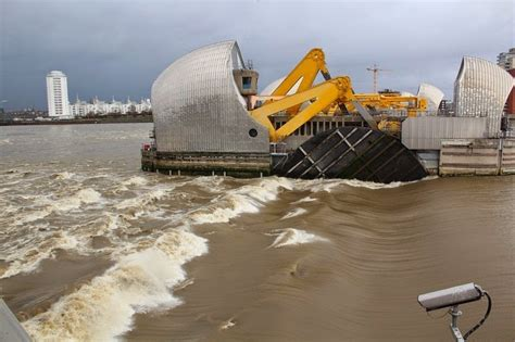thames defence barrier thames flood barrier amusing planet