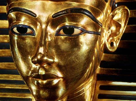 gold egyptian wallpaper where is king tut now tutankhamun tomb location
