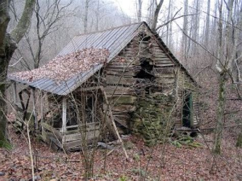 building a small cabin in the woods abandoned cabin in the woods small abandoned cabin in