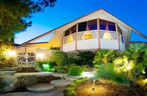 elvis honeymoon house real estate with a difference elvis honeymoon house pride news