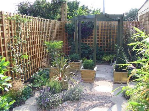 17 best ideas about small courtyard gardens on