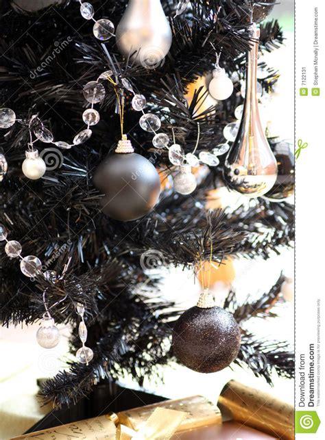 schwarzer weihnachtsbaum stockbild bild 7122131
