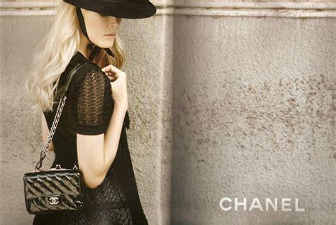 Catwalk To Carpet Schiffer In Chanel by Schiffer For Chanel 2010 Carpet