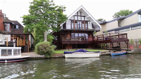 thames river property houses on the riverbank river thames henley on thames