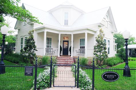 magnolia house bed and breakfast waco tx homesdecorinfo fixer upper magnolia house as told by ash and shelbs