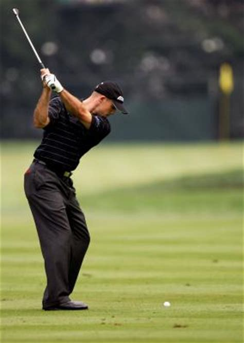 left shoulder pain golf swing what role does the right shoulder play in the golf swing