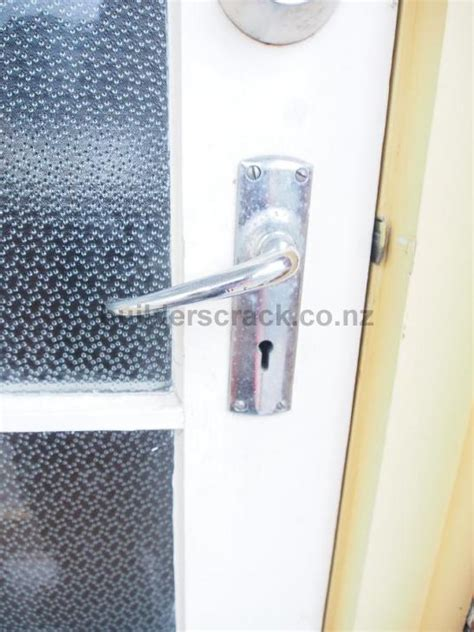 How To Fix A Jammed Door Knob by Jammed Front Door Lock 74462 Builderscrack